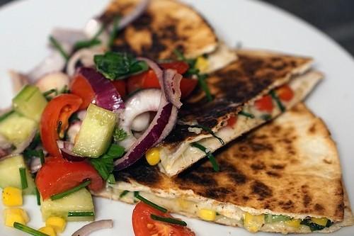 Domáce špenátové tortilly s avokádom a cícerom. Tortilla recepty.