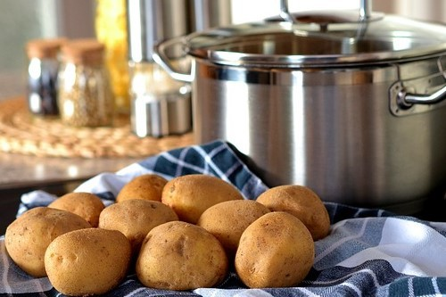 Zapečené zemiaky so šunkou a syrom. Bezzvyšková diéta jedálniček.