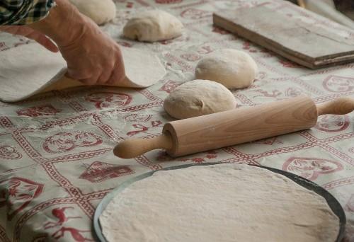 Domáce cesto na pizzu so sušeným droždím