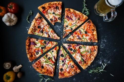 Recept na pizzu so šunkou a kukuricou bez kysnutia